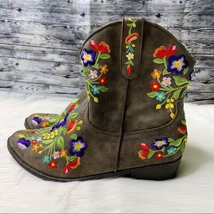 Betsyville Reece Floral Embroidered Cowboy Boots